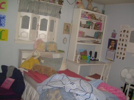Tess' room 002