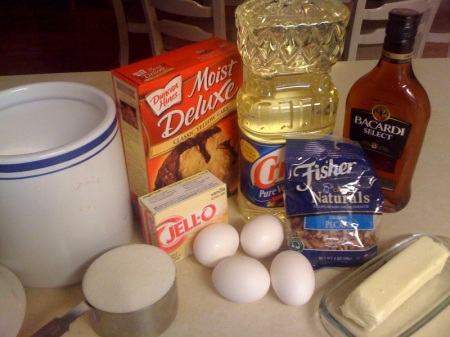 Simple enough...yellow cake mix, instant vanilla pudding mix, rum, veggie oil, eggs, chopped pecans, and, for the glaze, butter, sugar, H20, and more rum.